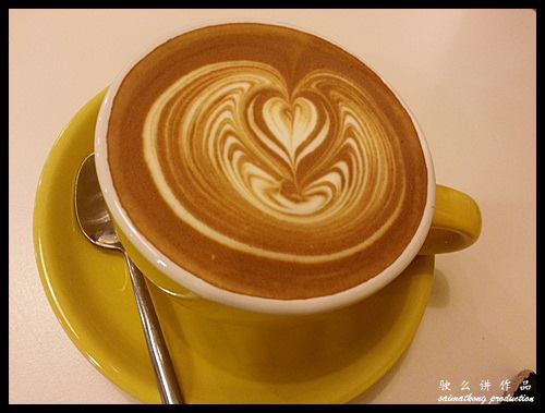 Coffee Stain by Joseph @ Publika : Flat White RM8.00 (+RM2.00 double shot)