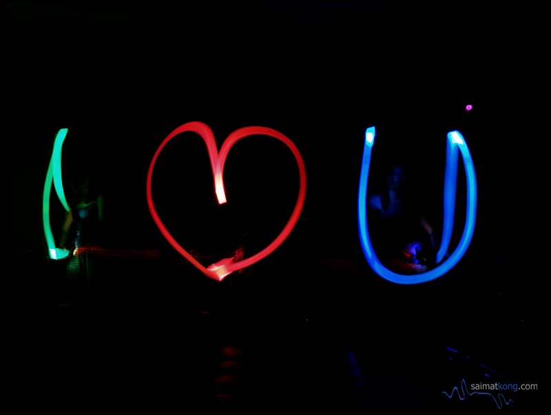 Huawei's Light Painting mode is actually quite fun to use and it's easy to take artistic shots in low lighting condition. I gave it a try and the effect is an artsy (creative) photo showing moving lights – like a long-exposure photo from a DSLR. Awesome!