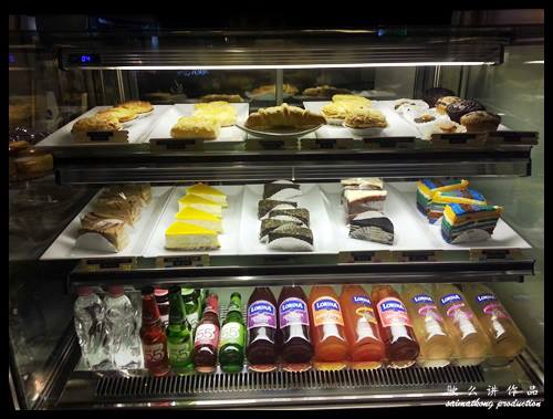 CAFFEine @ SetiaWalk, Puchong : The freshly baked cakes, muffins and pastries on display counter near the cashier