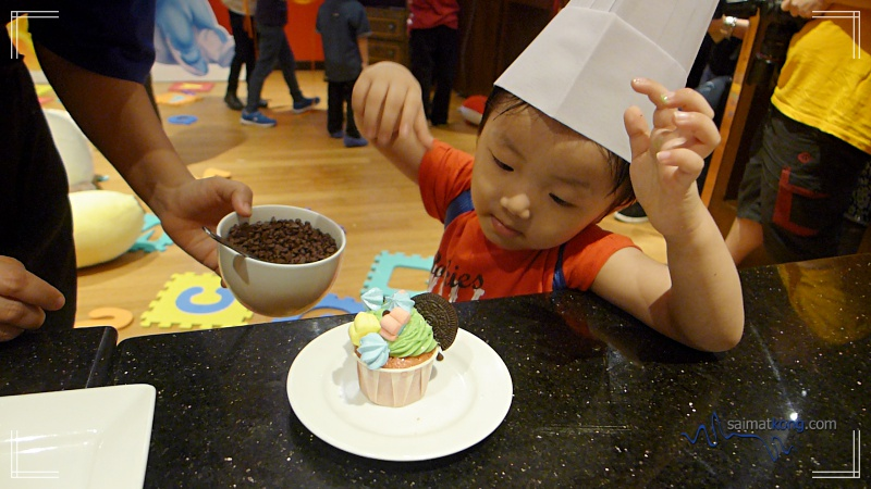 Fun Kids Extravaganza @ TEMPTationS - There's a Kids Corner to keep the kids entertained with various fun activities such as drawing competition, face painting, movies and cupcake/ cookie decoration while parents can enjoy their Long Lunch buffet.