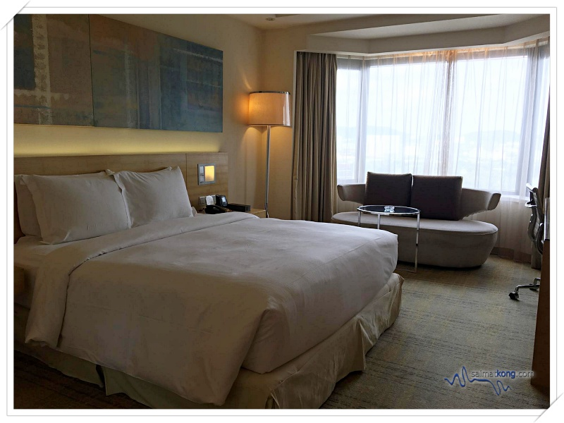 Hotel Review Doubletree by Hilton Hotel Kuala Lumpur - Checked in to deluxe room which is spacious; with a king-sized Sweet Dreams bed for a sweet dreams sleep experience