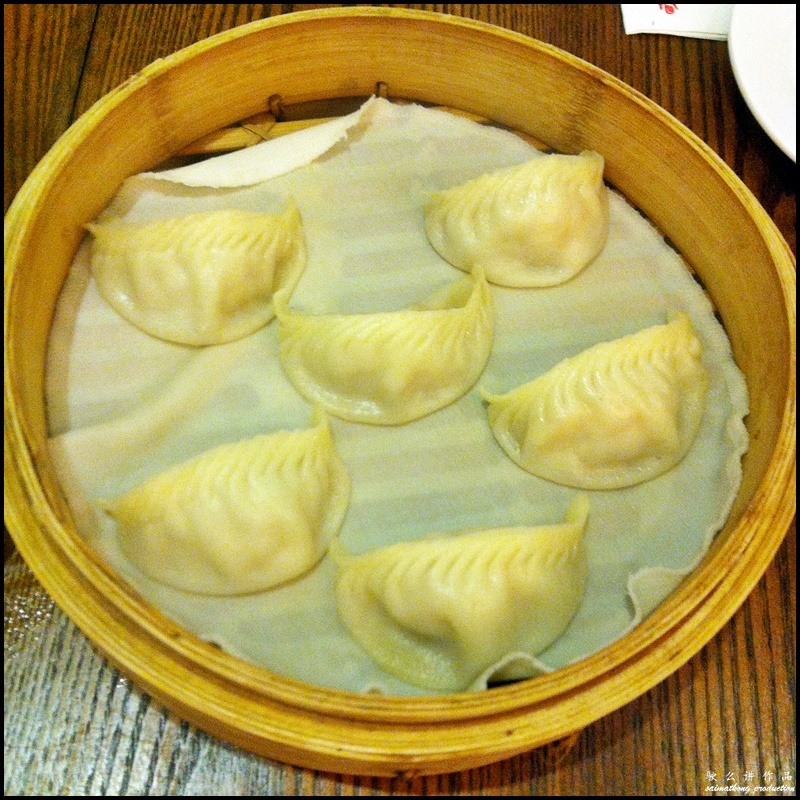 Din Tai Fung (鼎泰豐) @ One Utama : Shrimp & Pork Dumplings 饺子 (RM12.20)