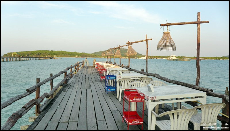 If you're looking for fresh and delicious seafood with amazing view and at reasonable price, Leam Hin Seafood is the place to go.