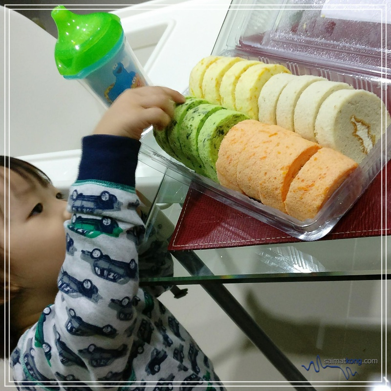 Delicious Homemade Swiss Rolls from JJ Roll @ Ipoh - The swiss rolls are real soft with a spongy texture and best is, it's made using fresh ingredients.